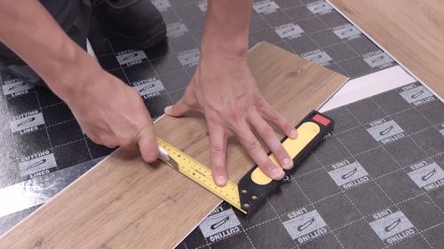 ¿Cómo cortar paneles de vinilo?
